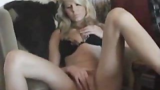 Marieke blonde and 29 years cumming in my chair