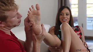 Ariella Ferrara Game Day (LoveHerFeer)(Foot Fetish Cut)
